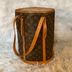 * louis vuitton bucket *